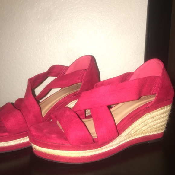 BAMBOO Shoes - Red 3inch wedge heels.